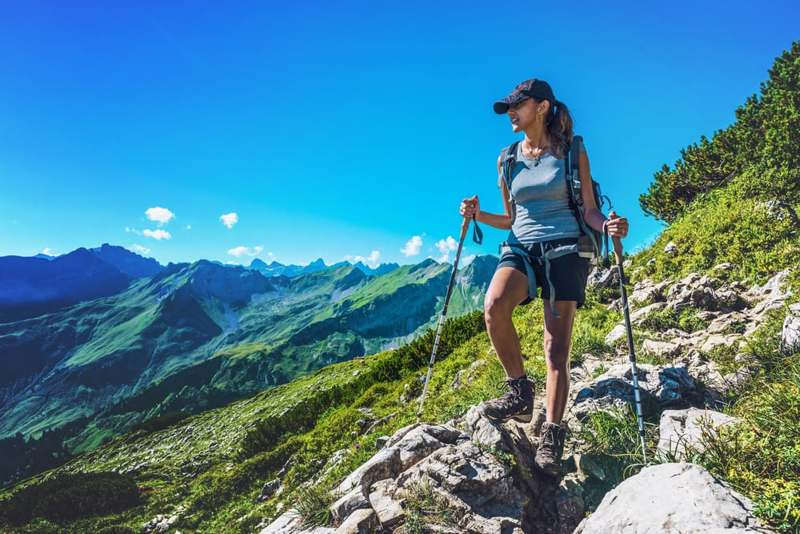 Cosa accade a chi fa trekking senza racchette? Ecco come ne risente il fisico